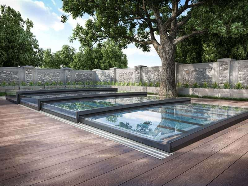 Horizont pool enclosure covering a one piece swimming pool.