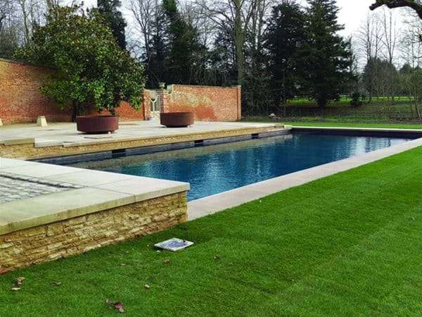 Roldeck pool cover installed for Nicolson.